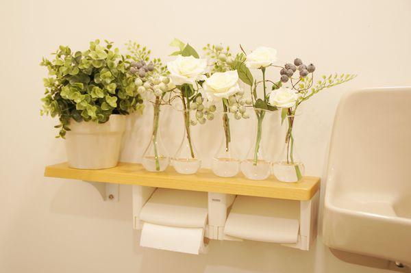人工水 トイレ 洗面台 バラの造花